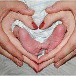 pieds et mains bébé